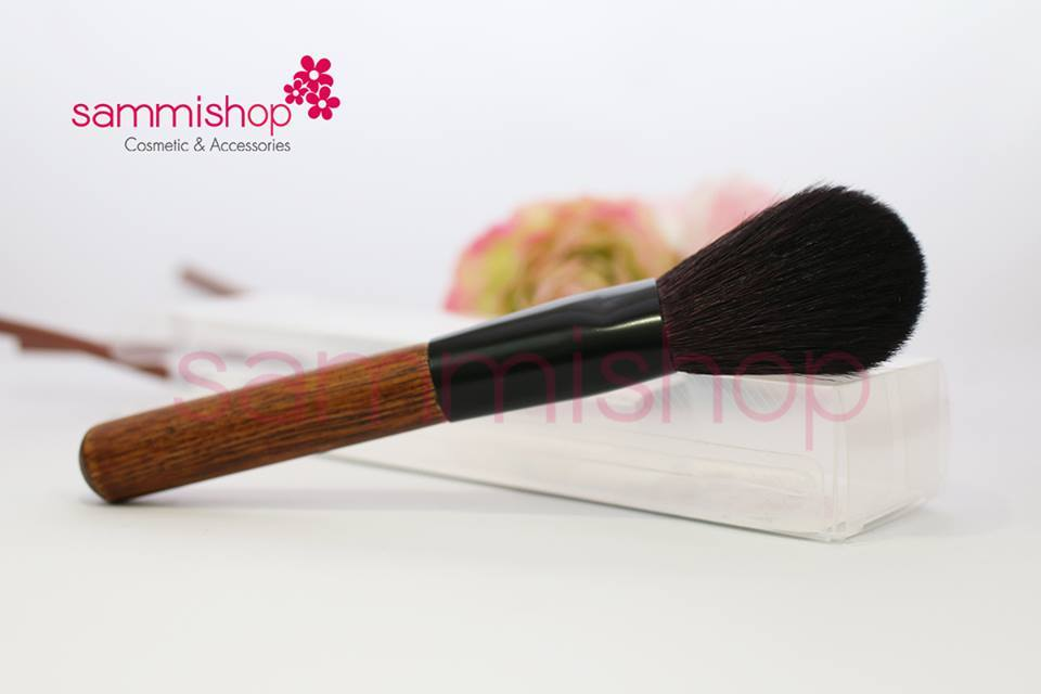 Natural powder brush