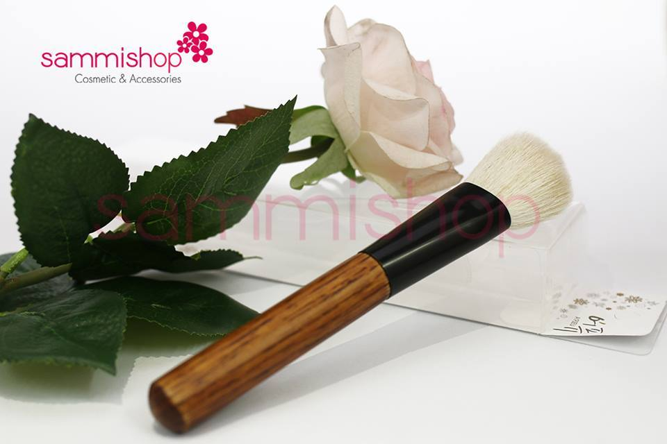 Natural cheek brush