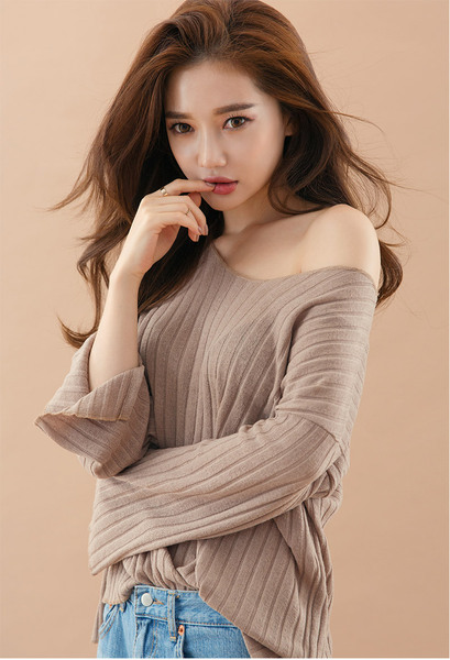 CHUU Slit Detail Loose Sweater
