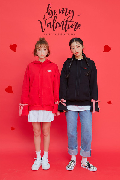 CHUU Strawberry Milk Ribbons Hoodie