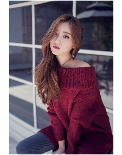CHUU Burgundy Rose Shoulder Knit Sweater
