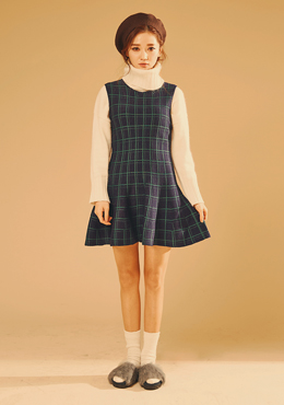 CHUU Check Flared Sleeveless Dress