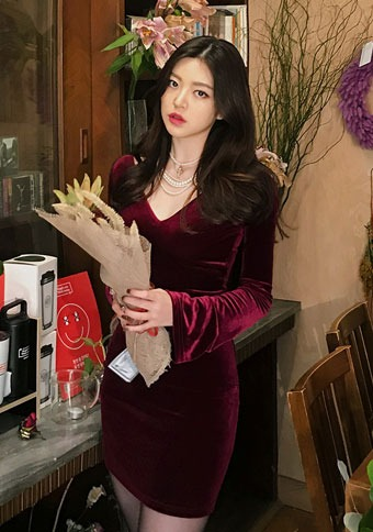 [CHUU] Deep V-neck Velvet Bodycon Dress