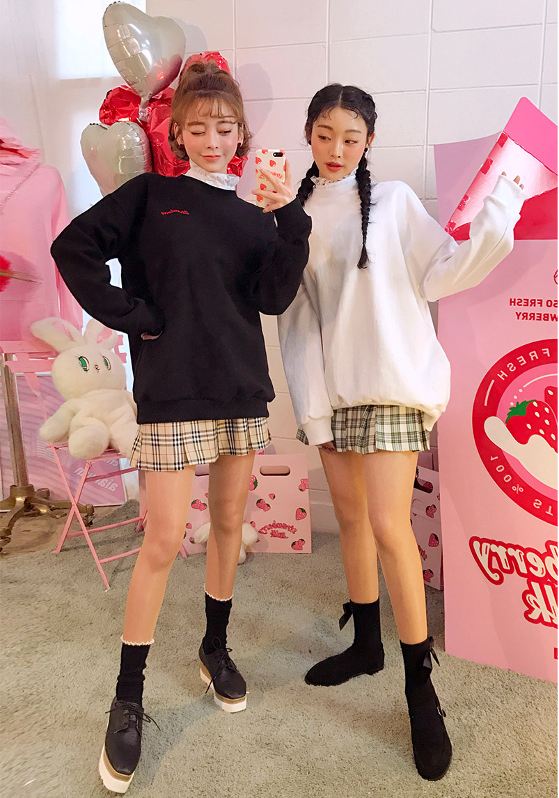 //cdn.nhanh.vn/cdn/store/29770/psCT/20180927/9208014/CHUU_Strawberry_Milk_Chocolate_Coated_Sweatshirt_(12).jpg