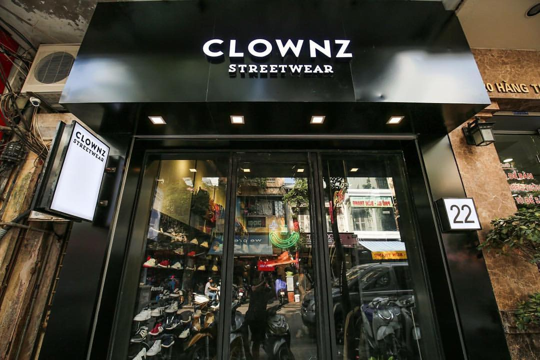 clownz_stand_out_from_the_crowd3