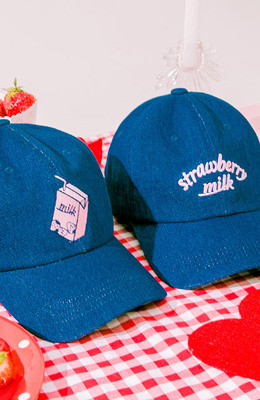 CHUU Strawberry Milk Drink Milk Cap