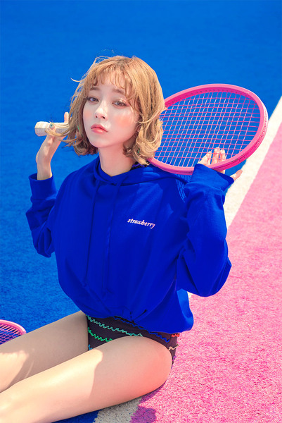 CHUU Strawberry Milk. Blueberry Loosefit Hoodie