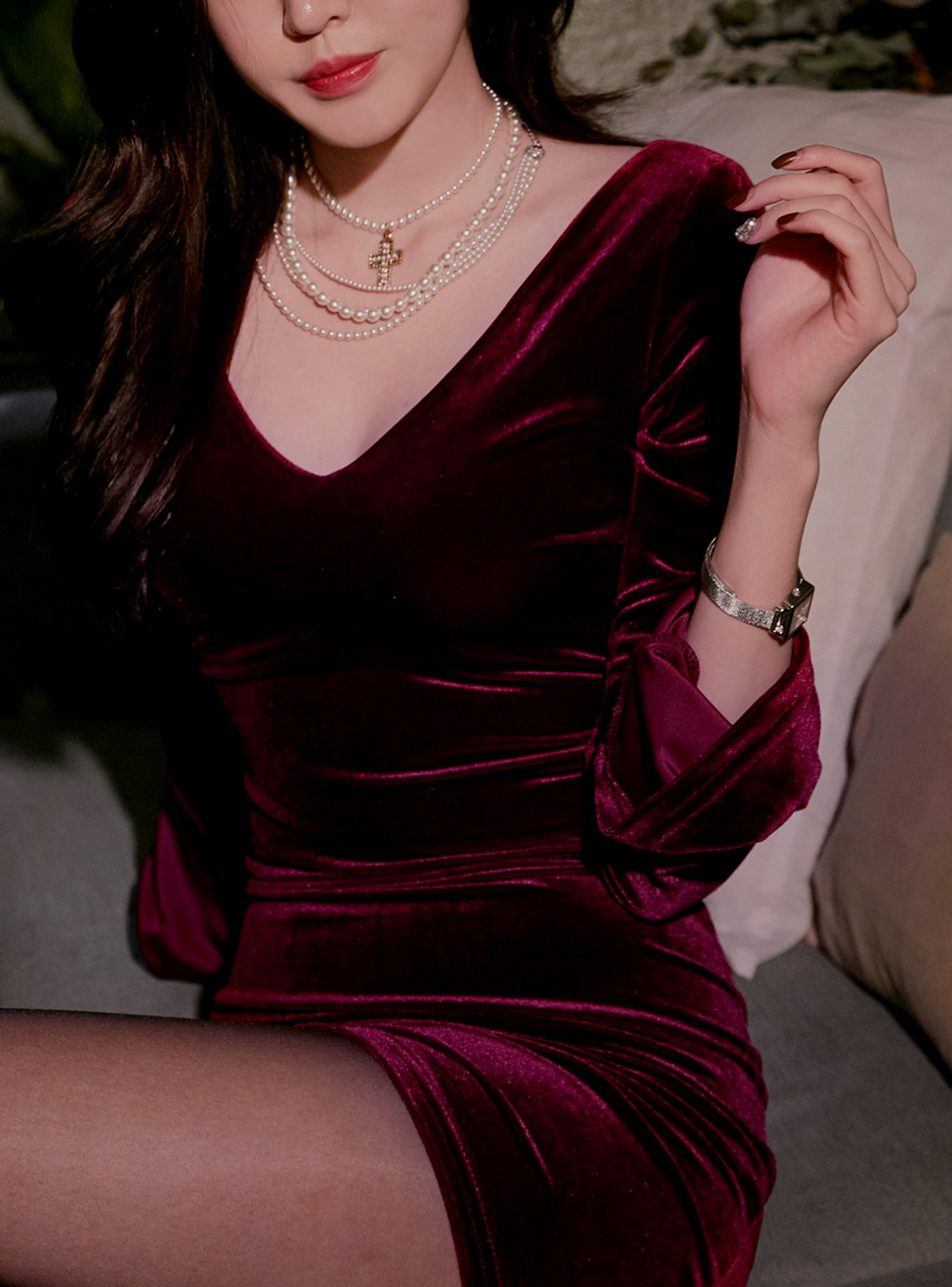 //cdn.nhanh.vn/cdn/store/29770/psCT/20190108/11027746/_CHUU__Deep_V_neck_Velvet_Bodycon_Dress_(2019_27_19).jpg
