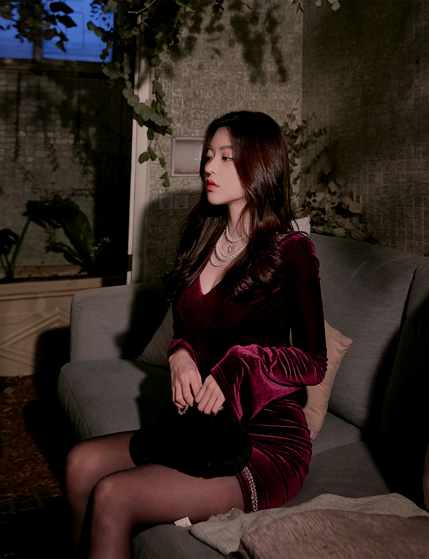 //cdn.nhanh.vn/cdn/store/29770/psCT/20190108/11027746/_CHUU__Deep_V_neck_Velvet_Bodycon_Dress_(2019_27_23).jpg