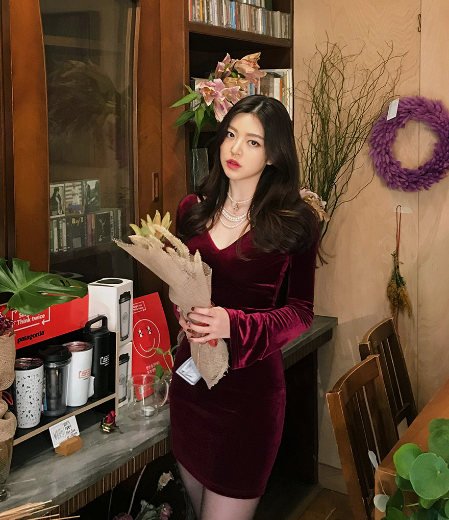 //cdn.nhanh.vn/cdn/store/29770/psCT/20190108/11027746/_CHUU__Deep_V_neck_Velvet_Bodycon_Dress_(2019_27_9).jpg