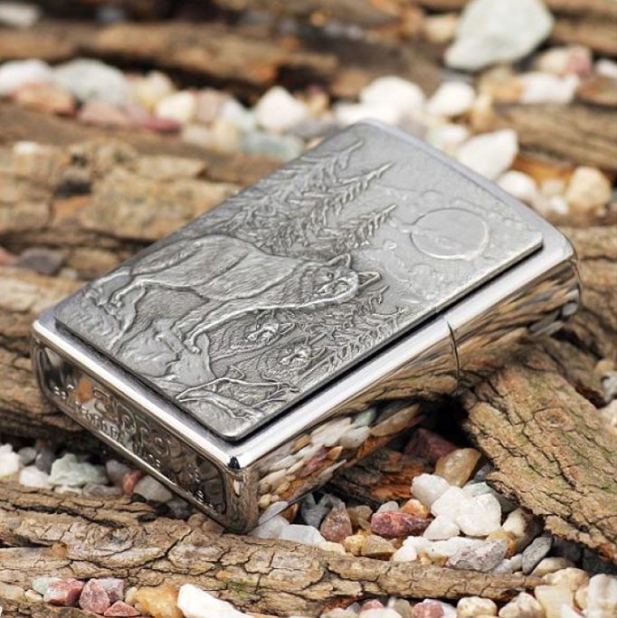 Zippo 20855 - Vỏ Chrome Sói rừng (Timberwolves Pocket Lighter)