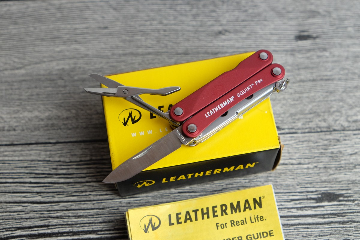 //cdn.nhanh.vn/cdn/store/7475/psCT/20181025/9685970/Keychain_Leatherman___Squirt_PS4_Red__Vo_Nhom_Do__(keychain_leatherman___squirt_ps4_red__vo_nhom_do__(kim_da_nang_leatherman_ps4_014)).jpg