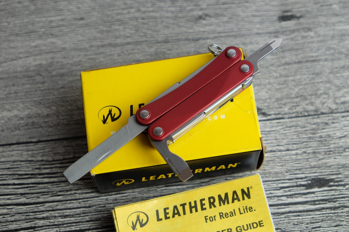 //cdn.nhanh.vn/cdn/store/7475/psCT/20181025/9685970/Keychain_Leatherman___Squirt_PS4_Red__Vo_Nhom_Do__(keychain_leatherman___squirt_ps4_red__vo_nhom_do__(kim_da_nang_leatherman_ps4_015)).jpg