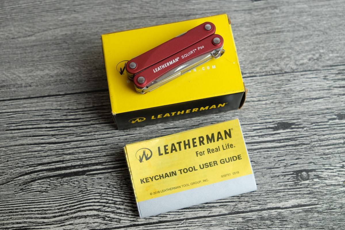 //cdn.nhanh.vn/cdn/store/7475/psCT/20181025/9685970/Keychain_Leatherman___Squirt_PS4_Red__Vo_Nhom_Do__(keychain_leatherman___squirt_ps4_red__vo_nhom_do__(kim_da_nang_leatherman_ps4_11)).jpg